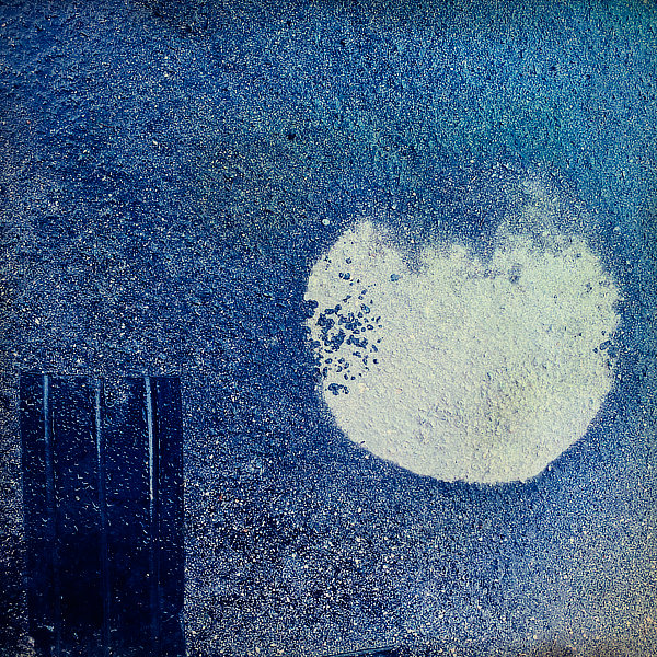 Výtvarná fotografie cyklus Krajiny imaginace. Ohrada a měsíc v úplňku.