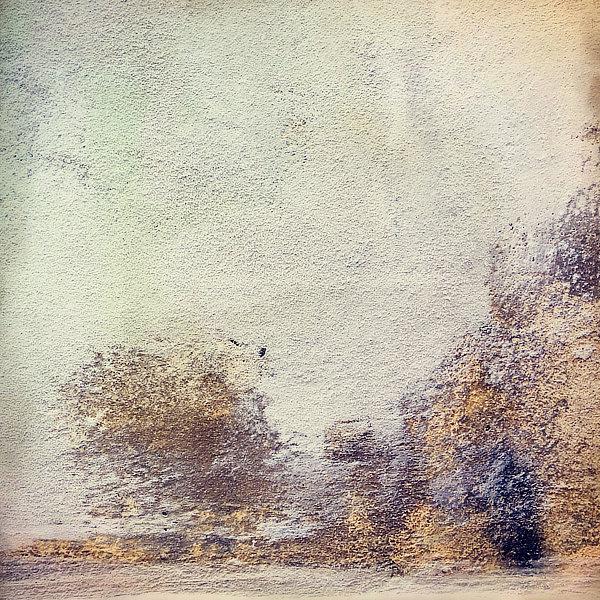 Výtvarná fotografie cyklus Krajiny imaginace. Oprýskaná omítka.